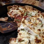 Foto de Leonardo's Pizza In A Pan