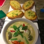 Green chicken curry with garlic bread