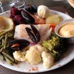 Aïoli : poisson, moules, crevettes, légumes frais et sauce aïoli