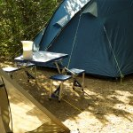 L'installation de cette tente bleue à notre insu: location divisée par 2, obstruction de son ent