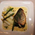 COLMAR. Restaurant 'Aux Trois Poissons'. Bar la la plancha aux deux asperges