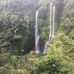 Photo de Sekumpul Waterfalls