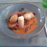 Beignets de gambas, sabayon mandarine et coulis de tomate.