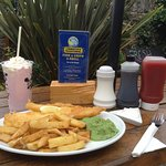 Lynmouth's Traditional Fish and Chips Fish on the Harbour Foto