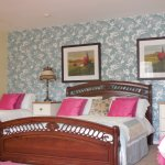 Family Quad Room 1 king Double Bed +2 Twin Beds / sleep 4