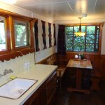 Kitche & breakfast nook a of Briar Patch cabin