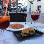 Sangria maison, mini hamburger, jambon ibérique