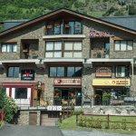 Photo de Sant Moritz Apartments