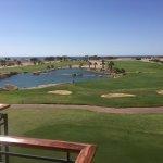 Blick von der Frühstücksterrasse auf den Golfplatz