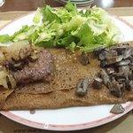 Cavalière (steack, oeuf, pommes de terre, champignon, emmental)