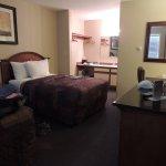 Photo de Lakeshore Inn & Suites