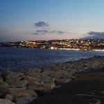 Photo de Via Caracciolo e Lungomare di Napoli
