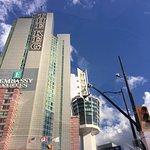 Photo de Embassy Suites by Hilton Niagara Falls Fallsview Hotel