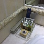 Deluxe 1101 - bathroom supplies - l'occitane products