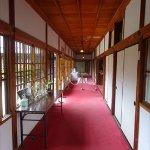 廊下には絨毯が