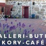 Löneboställets korvcafé ligger på en vacker innergård i Gladsax