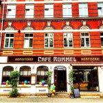 Im historischen Ambiente ist das Café Rommel anzutreffen.