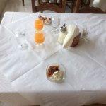 Il tavolo per la colazione.