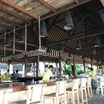 Zipp Bar Restaurant & Bungalows Foto