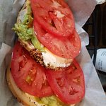 BAGEL W/ CREAM CHEESE, TOMATO & AVOCADO