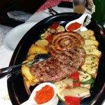 Ternera rellena de gorgonzola y salchicha croata