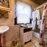Pikes Peak Suite bath