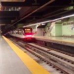 La estación del metro a menos de 5 minutos del hotel y a pie...