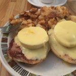 Peameal bacon benny, in-house made hash browns.