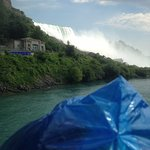 Maid of the Mist leaving the dock.