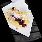 Meringue with passionfruit and berries