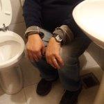 Detalle ubicación bidet co relación al inodoro y lavatorio, nótese como habría de utilizarse, ?