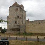 Depuis la terrasse de l'auberge, vue sur le chateau fort