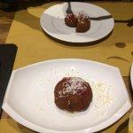 Croqueta de polenta Taragna, queso de vaca del Ripollés, mermelada de pimiento rojo y ricotta