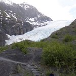 The trail up to the edge of the glacier
