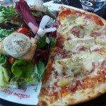 1/2 pizza savoyarde et salade au chèvre