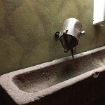 Waschbecken im Männer-WC