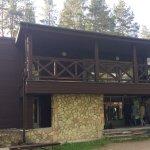 Yksi majoitusrakennuksista