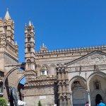 Catedral de Palermo.Pórtico de entrada de estilo gótico catalán.