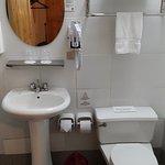 Baño de la habitación estándar