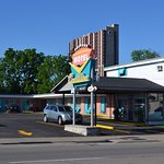 Cadillac Motel Near the Falls