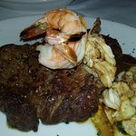 Filet mignon w/shrimp & crab meat