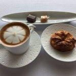 Latte & petit four