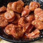 Chorizo picante frito al vino blanco (spicy chorizo fried in olive oil, garlic & white wine)