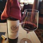 Um restaurante encantador com excelente culinária e vinhos