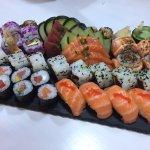 SUGEStÃO PARA 2: Combi 38, com Hot roll, nigiris, sashimi, Uramakis e Hossomakis