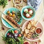 Бакинские томаты фаршированные сыром мотал, ассорти шашлыков, свежие овощи