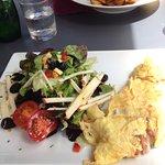 omelette paysanne et salade
