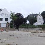 La plage et ses belles villas à 400 m