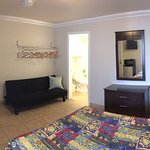 Single Full Bed Room