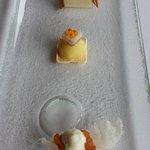 Riz au saumon fumé et crème à l'anis, émulsion chou-fleur et poisson, panacotta style tarte flam